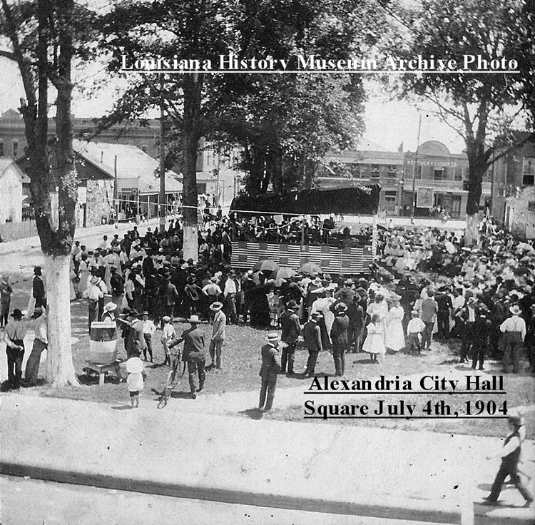 Fourth of July celebration on the City Hall square July 4th, 1904